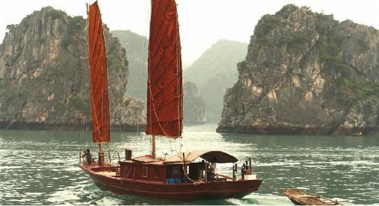 Croisiere en jonque a voiles dans la baie de Lan Ha - ile de Cat Ba