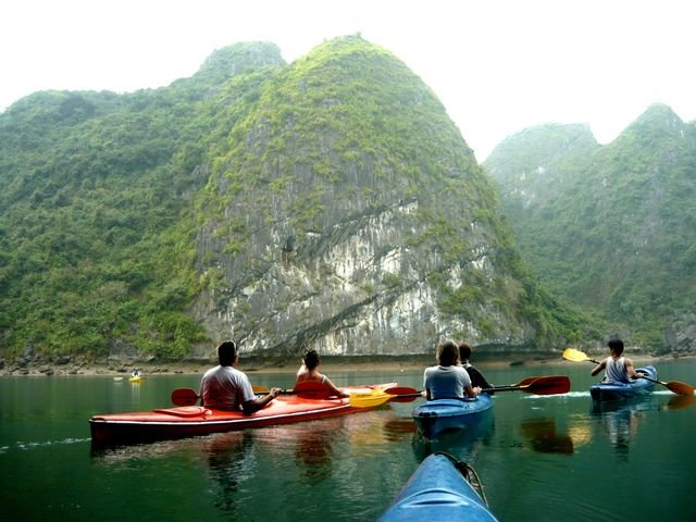 Du kayak dans la baie de Lan Ha - ile de Cat Ba