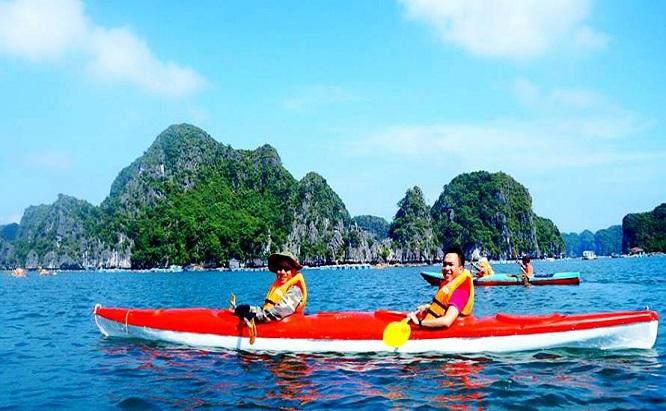 kayak dans la baie de Lan Ha - ile de Cat Ba