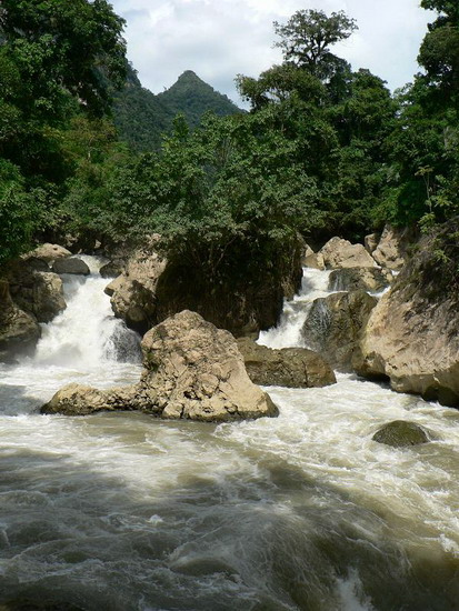 lac Ba Be- chutes Dau Dang