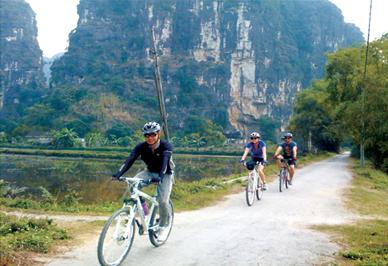 Ninh Binh - baie d'Halong terrestre-Balade à vélo de Tam Coc à Hoa Lu, à travers des villages
