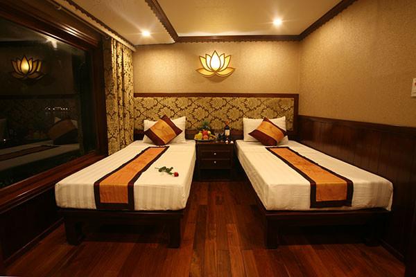 Croisière-Baie-d'Halong-moins-touristique - la chambre en jonque Oriental Sails