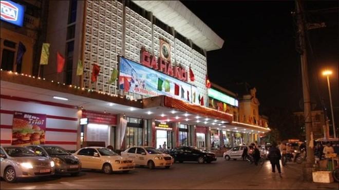 gare Hanoi sur la rue Le Duan