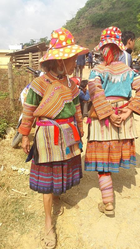 Hmong fleuris au marche de Can Cau
