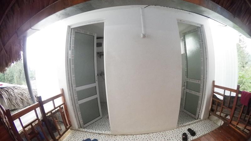 chez habitant Bac Ha salle de bain et toilette