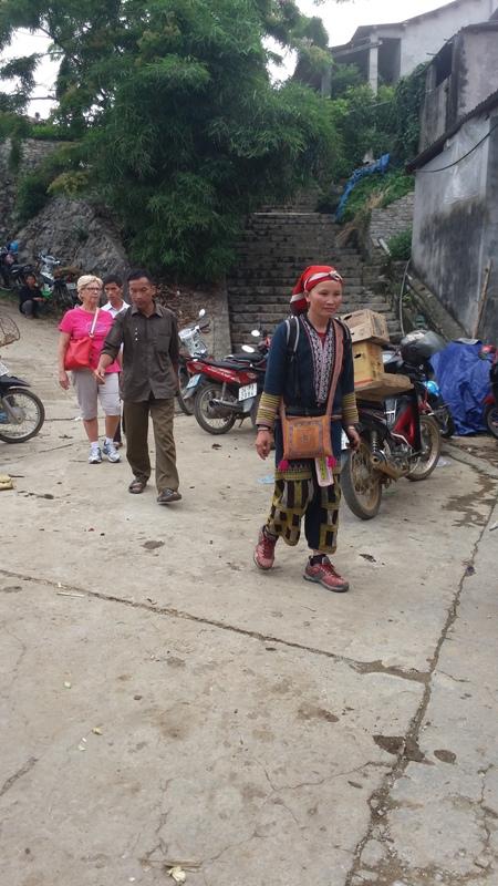 ethnies minoritaires au marche de Bac Ha du dimanche matin3