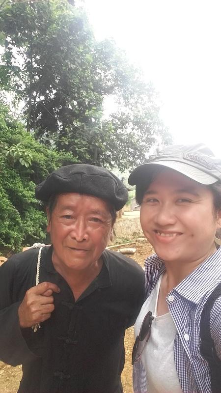 photo avec un homme Hmong à Bac Ha