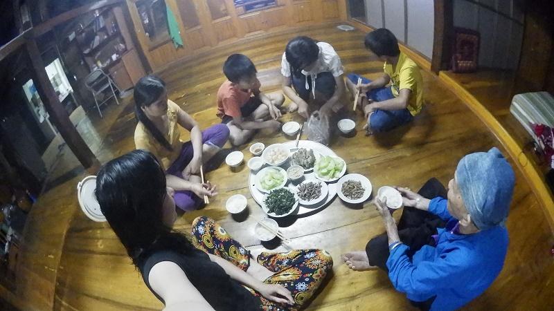 repas chez habitant village Me-Ha Giang