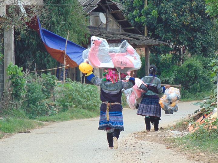 deux-femmes-hmong-a-tu-le