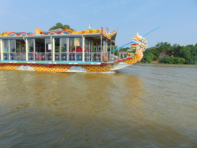 Hue Vietnam-Que-faire-Hué-Top-10-choses-faire-absolument-Hué-croisiere-bateau-dragon-riviere-Parfums