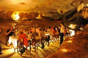Baie d'Halong moins touristique - dinner dans une grotte dans la baie d'Halong