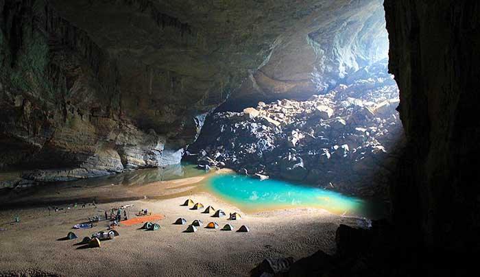 camping dans la grotte Hirondelles - parc national de Phong Nha Ke Bang