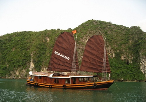 Baie d'Halong moins touristique - la jonque Ma jonque dans la baie de Lan Ha
