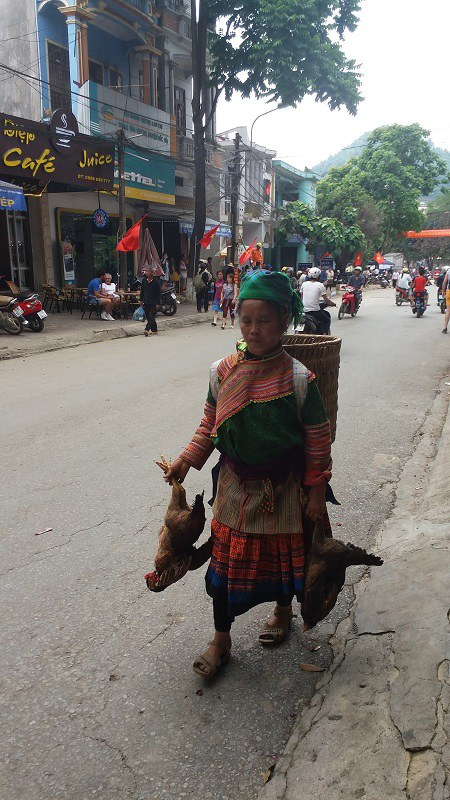 Bac-Ha-Vietnam-meilleurs-astuces-voyager-ethnie-Hmong-fleuri