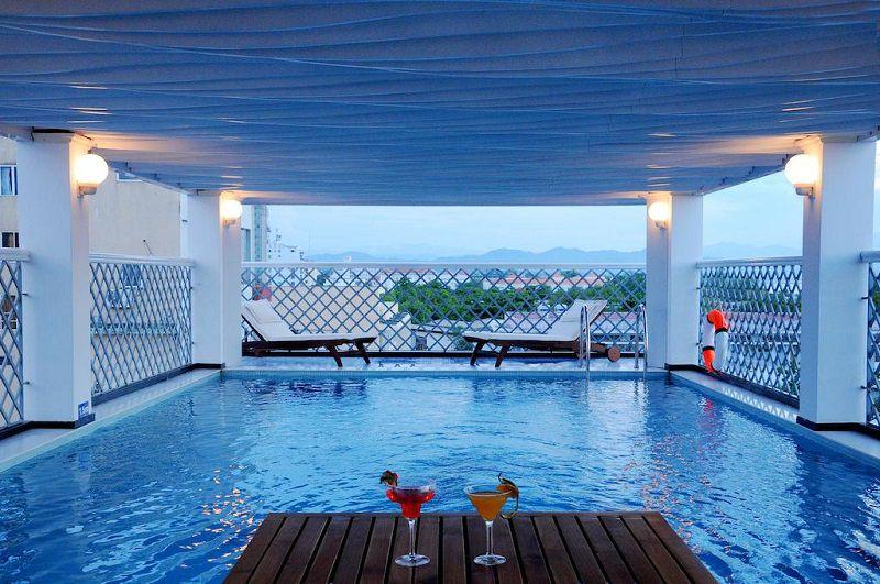 hotel hue vietnam-Top 6 des hôtels avec piscine à prix raisonnable sur Hué Vietnam-Moonlight-hotel-piscine