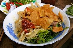 Hoi-An-plats-typiques-cao-lau-Thanh