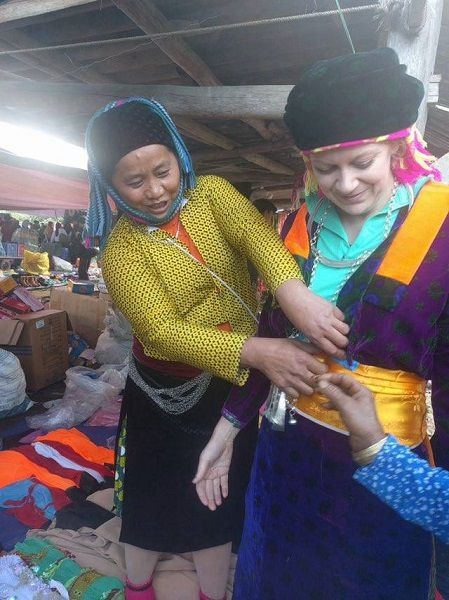 essaie-costumes-traditionnels-Hoang-Su-Phi