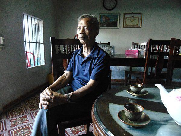 pere-de-Trung-chez-habitant-Ninh-Binh