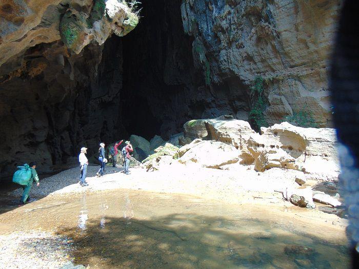 Trek au parc national de Phong Nha Ke Bang-devant grotte Hang E