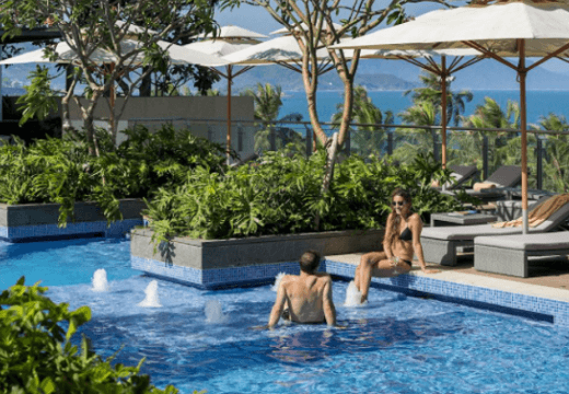 Top-9-meilleurs-hotel-deluxe-Nha-Trang-Intercontinental2-piscine
